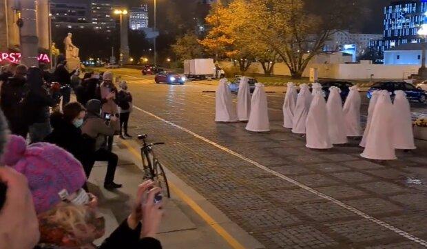 Performance, Warszawa/ screen z video https://tvn24.pl/
