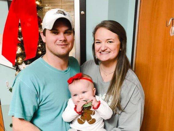 Niezwykły gest znajomych z pracy sprawił, że mężczyzna mógł spędzać czas z leżącą w szpitalu córeczką. To wzrusza do łez