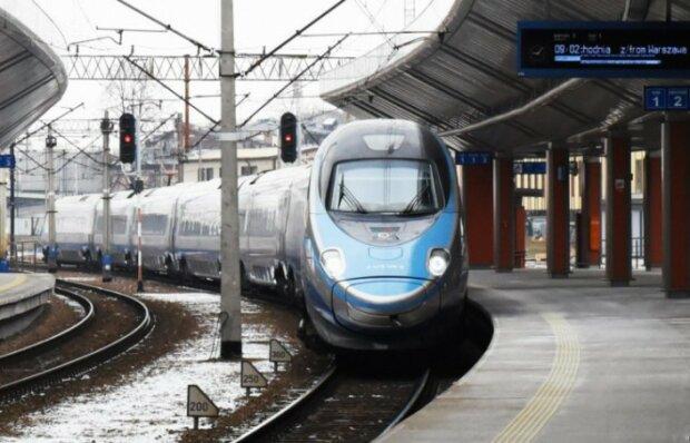 Polacy podróżujący pociągiem na święta, mogą mieć problem. PKP wstrzymało sprzedaż biletów