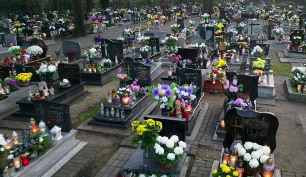 Pogrzeby są coraz droższe/screen Youtube @From the Sky