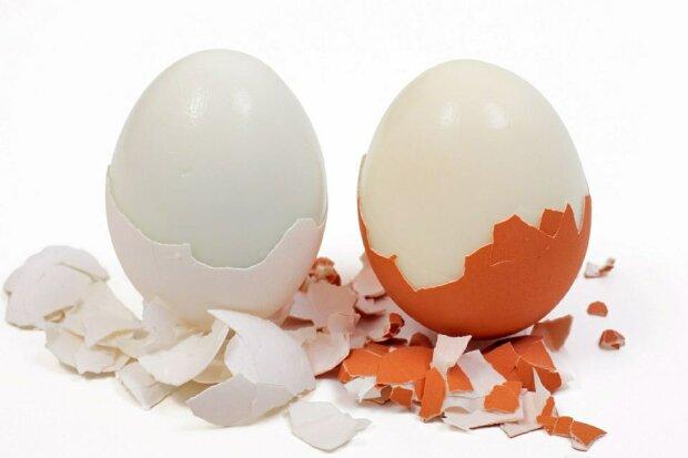 Genialny sposób na szybkie obieranie jajka. Wystarczy, że zrobisz jedną rzecz