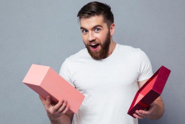 Pomysły na prezent dla niego. Co kupić mężczyźnie na Święta w 2019 roku