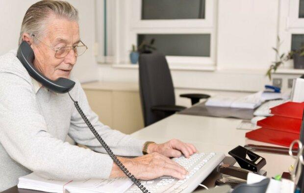 Złe wiadomości dla pracujących emerytów i rencistów. Od września wejdą spore limity. O co chodzi