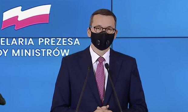 Prezydent Warszawy skrytykował decyzję o zamknięciu cmentarzy. Jak zareagowali Polacy
