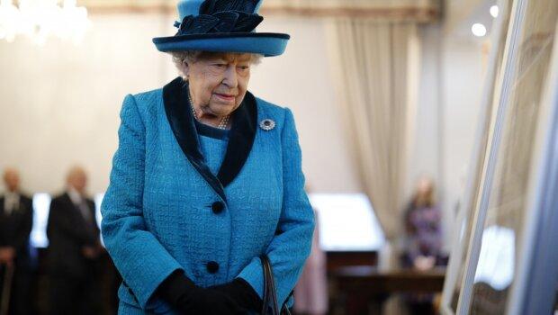 """Królowa Elżbieta II zniknęła i od razu pojawiły się plotki. """"Była bardzo chora i wielu myśli o złych, ale nieuniknionych rzeczach"""""""