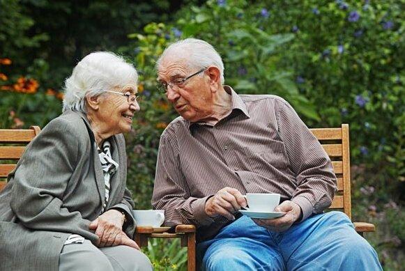 Mężczyzna przez 62 lata udawał, że nie słyszy. Ta opowieść stała się popularna na całym świecie