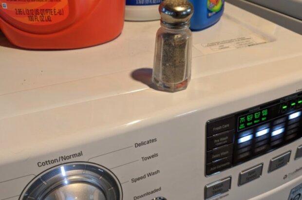 Kobieta dodała popularną przyprawę do prania. Efekt, który udało jej się osiągnąć był zdumiewający