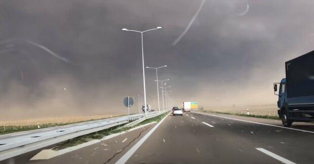 Dziwne zjawisko na autostradzie. Kierowcy nie mieli pojęcia, co ich za chwilę spotka