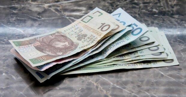Przygnębiająca prawda o średniej pensji w Polsce. Prawie nikt tyle nie zarabia