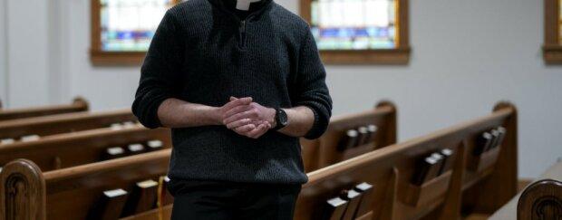 Kolejne doniesienia o zakażonym duchownym. Media podają zatrważające liczby osób narażonych na zakażenie. O co chodzi