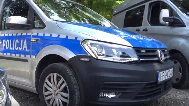 Kraków: policjanci rozdali we wtorek ciekawe upominki wielu przechodniom. Trwa specjalna akcja skierowana do wszystkich uczestników ruchu drogowego