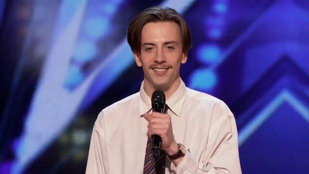 """Uczestnik programu """"Mam talent"""" zdobył ogromny aplauz od publiczności. Zdążył zaśpiewać tylko jedno słowo. Jury byli zaskoczeni"""