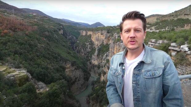 Jakub Tolak / YouTube:  Foxes in Eden #Vanlife