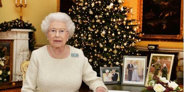 """Biograf Elżbiety II: """"zraniła uczucia królowej"""". Meghan i Harry nie spędzą świąt z rodziną królewską"""