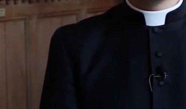 Duchowny nie powinien się tak zachować! / YouTube
