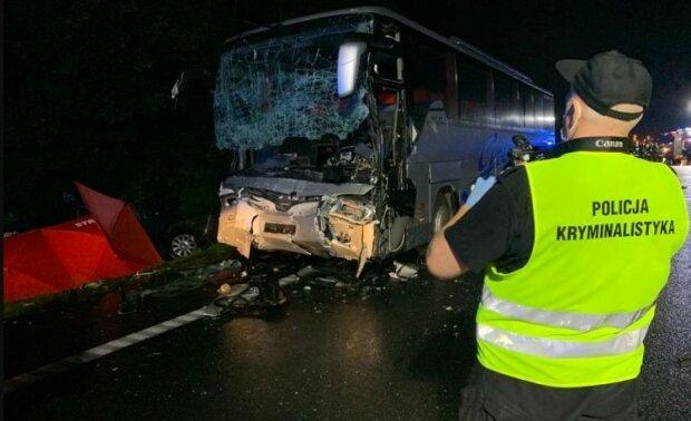 Gliwice: 67-letni kierowca volkswagena usłyszał zarzuty w związku z sobotnim zderzeniem autokaru z busem. Rodziny 9 osób pogrążone w żałobie
