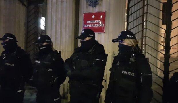 Policjanci/ YouTube @Grzegorz Gawlik