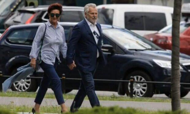 Aleksander i Jolanta Kwaśniewsy przyłapani. Jak spędzają wakacje? Są zdjęcia