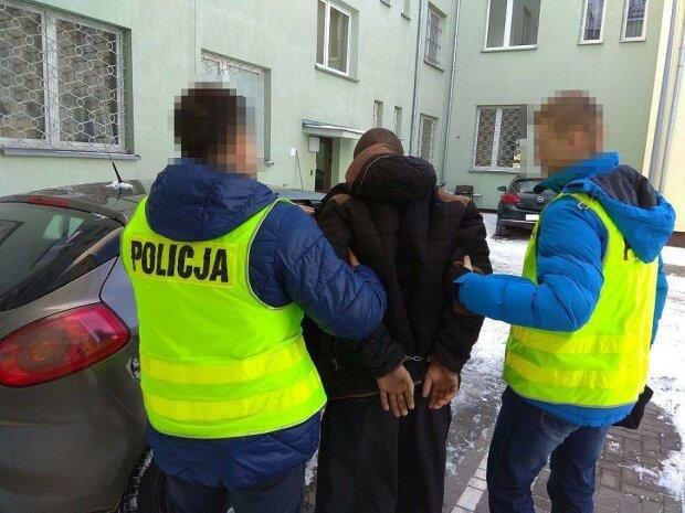 Pewien mężczyzna postanowił pomóc matce zdać egzamin na prawo jazdy. Trafił do więzienia