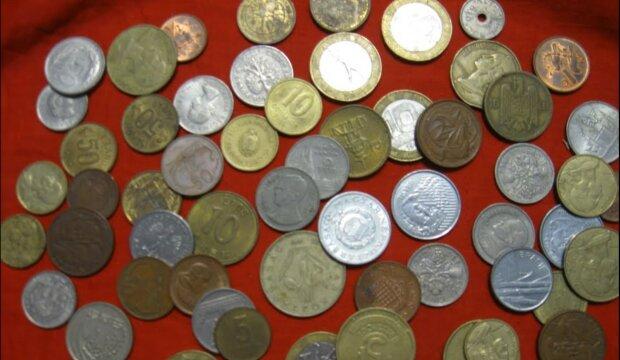 porusza monetę
