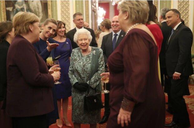 Andrzej i Agata Duda wzięli udział w przyjęciu z Królową Elżbietą. Jak prezentowała się para prezydencka [ZDJĘCIA]