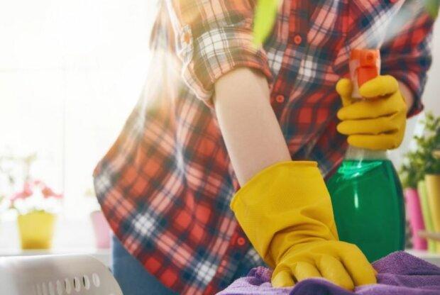 Łatwe sposoby na sprzątanie. Źródło: kochamurzadzanie.pl
