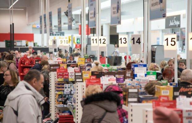 Pracownicy sklepów spożywczych mają ręce pełne roboty. Źródło: bussinesinsider.com.pl