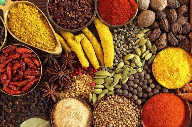 Przyprawy niezbędne w każdej kuchni. Rozgrzewają i wspomagają leczenie chorób