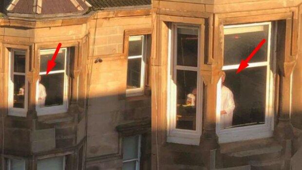 Ta kobieta stała nieruchomo w oknie przez kilka godzin. Świadkowie byli bardzo zaniepokojeni