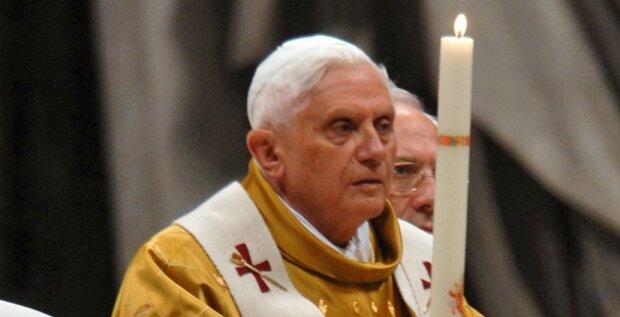 Benedykt XVI. Źródło: bialykruk.pl