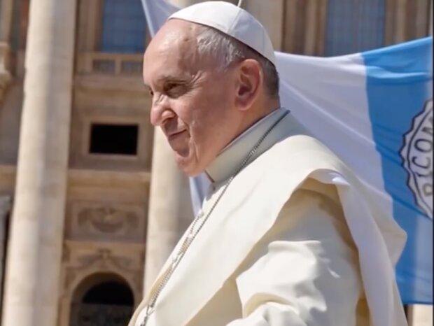 Ile zarabia papież Franciszek? Odpowiedź potrafi zaskoczyć. źródło: youtube