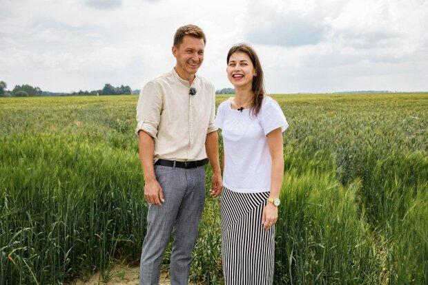 """W programie """"Rolnik szuka żony"""" coraz więcej romantycznych scen. Maciej i Ilona wybrali się na randkę. Widać, że mają się ku sobie"""
