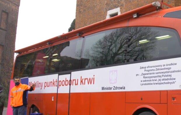 Kraków: potrzebne jest osocze od ozdrowieńców po zakażeniu koronawirusem. Terapia może uratować życie