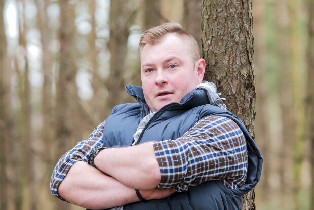 Łukasz Sędrowski wziął udział w popularnym wyzwaniu i opublikował zdjęcie z młodości. Aż trudno uwierzyć, że to ta sama osoba