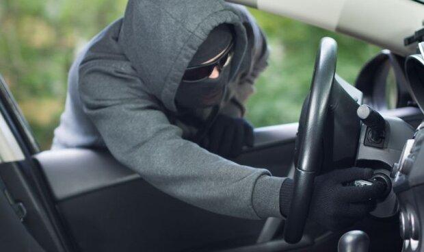 Pułapka, w którą wpadają kierowcy. Jak złodzieje aut oszukują właścicieli