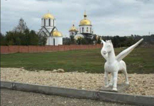Mieszkańcy zobaczyli tajemniczą twarz na niebie nad kaplicą. Niesamowita postać