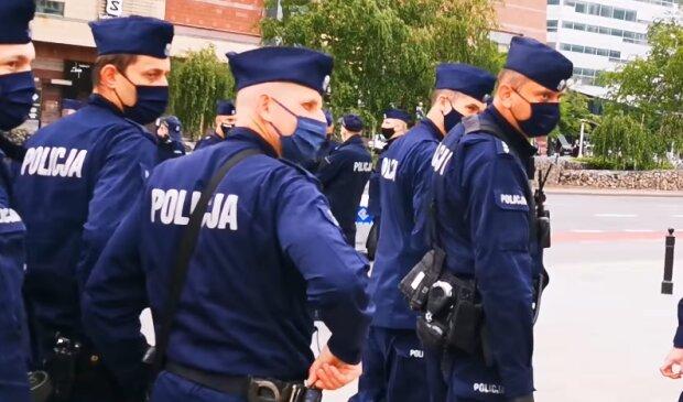 Policjanci. Źródło: Youtube