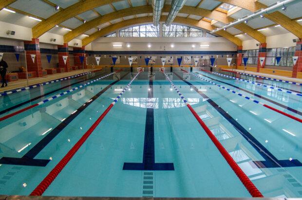 Kraków: obowiązują nowe zasady na miejskich pływalniach. Jak wygląda korzystanie z basenu w dobie koronawirusa