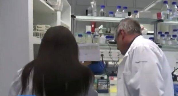 Na tę informację czekali wszyscy. Rusza produkcja polskiego leku na koronawirusa. Czy okaże się skuteczny