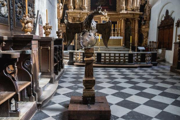 Zabytkowy pulpit wraca do Bazyli św. Mikołaja
